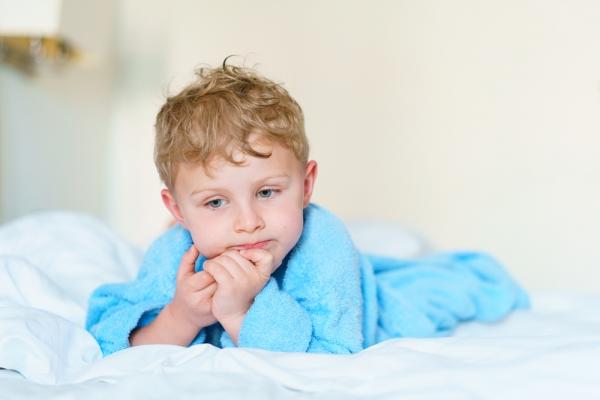 Τι να κάνετε αν το παιδί σας «βρέχει» το κρεβάτι του