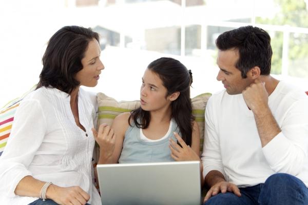 Συμβουλές για γονείς: Τι μπορώ να κάνω αν το παιδί μου δει κάτι που το αναστατώσει διαδικτυακά;