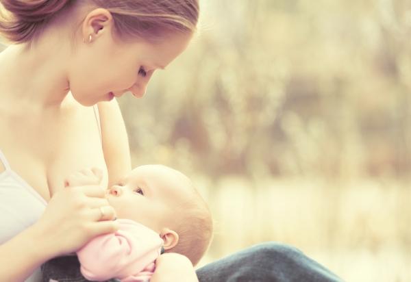Μητρικός θηλασμός: Οι νέες επίσημες συστάσεις του Υπουργείου Υγείας