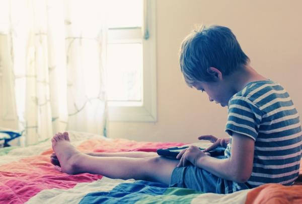Ψηφιακός αυτισμός: Οι ηλεκτρονικές συσκευές προκαλούν αυτισμό τα παιδιά;